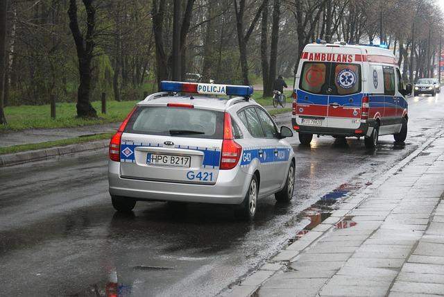 Pojazdy uprzywilejowane, karetka i policja