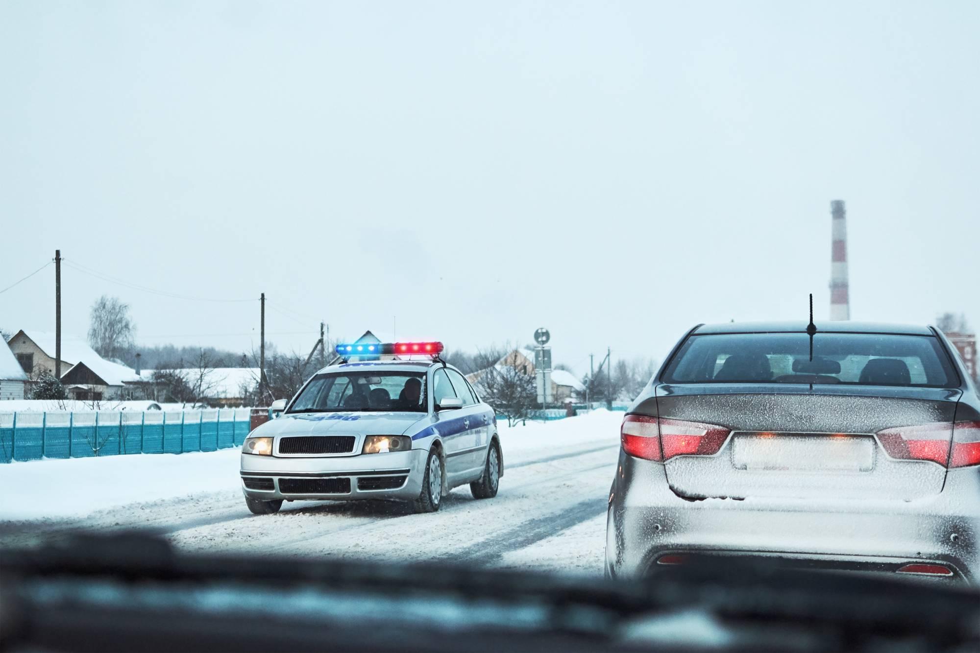 jak zachowywać się w obecności pojazdów uprzywilejowanych w ruchu drogowym?