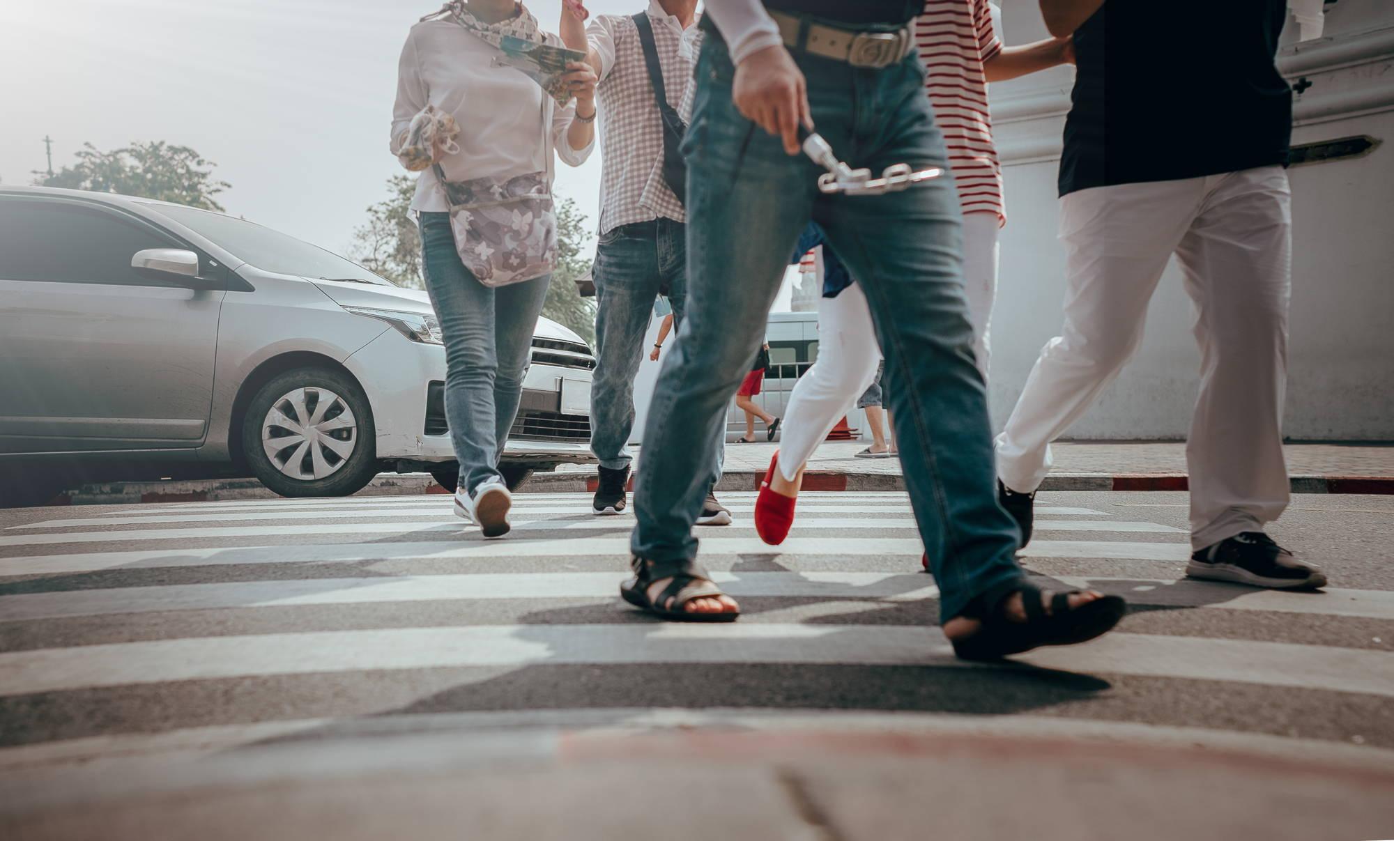obowiązki pieszych wobec pojazdu uprzywilejowanego